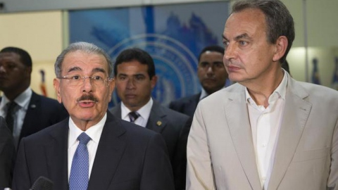 Dominican President Danilo Medina and former Spanish President José Luis Rodríguez Zapatero make comments to press